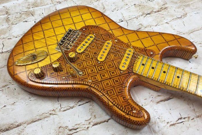 Guitarra feita de palitos de fósforo