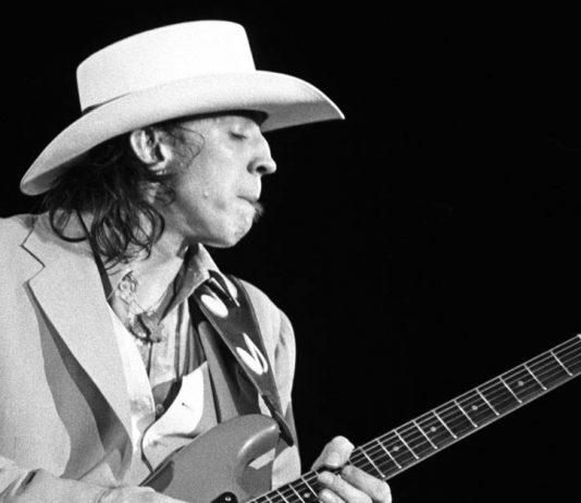 Stevie Ray Vaughan tocando ao vivo