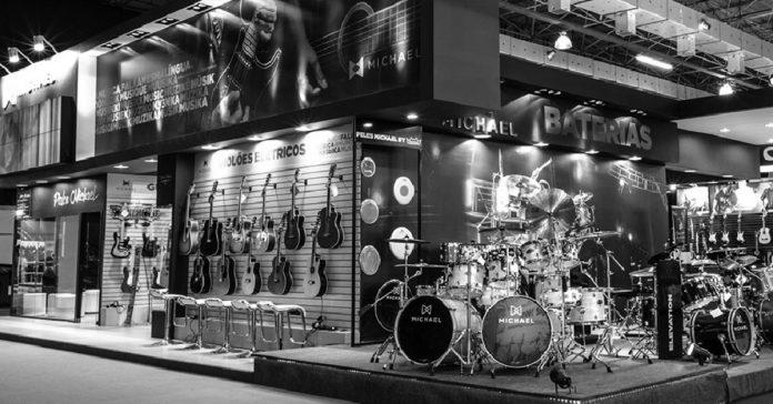 Instrumentos expostos na Expomusic