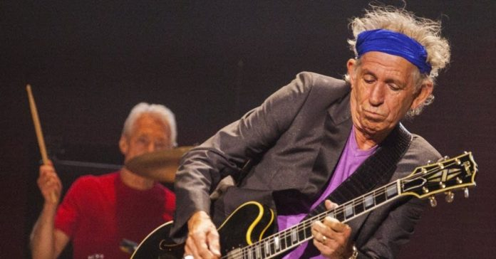 Keith Richards tocando ao vivo