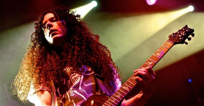 Marty Friedman tocando ao vivo